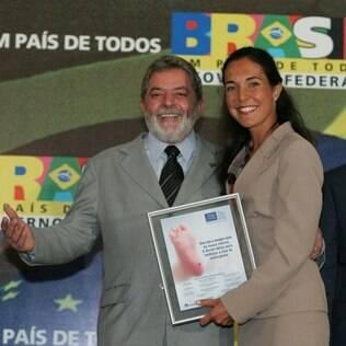 Em 2005 Ana ganhou o Prêmio Jovem Cientista, entregue pelo então presidente Lula