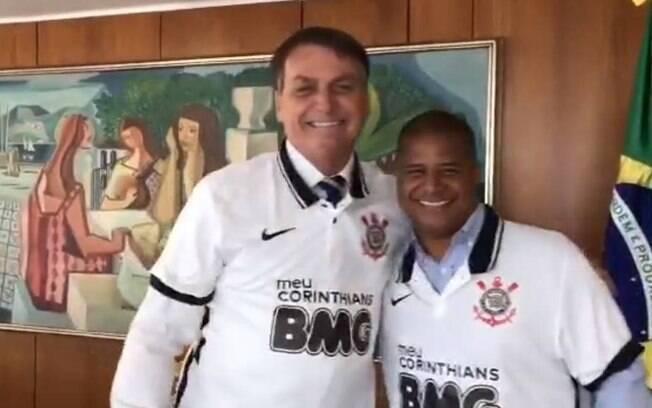 Marcelinho Carioca deu camisa do Corinthians para Bolsonaro