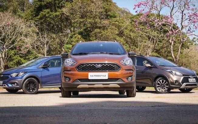 Ford Ka FreeStyle diante dos rivais Chevrolet Onix Activ e Hyundai HB20X