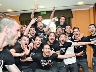 Torcida. Jogadores da Juventus acompanharam a partida entre a Roma e o Catania e comemoraram o campeonato sem entrar em campo