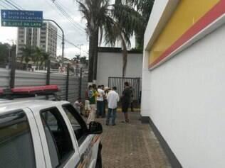Cambistas e compradores estão detidos no posto da PM