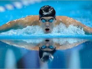 Este norte-americano redimensionou a história da natação mundial ao faturar nada mais que oito medalhas durante so Jogos de Pequim, superando as sete medalhas do compatriota Mark Spitz nas Olimpíadas de Munique 1972. Além disto, Phelps pulverizou com suas braçadas sete recordes mundiais. Se ainda restam dúvidas sobre sua qualidade técnica, os números não mentem. O norte-americano é o atleta com o maior número de medalhas de ouro conquistadas em toda a história dos Jogos. Foram simplesmente 14 medalhas douradas após três olimpíadas disputadas. Será se em Londres vem mais? Phelps quer mostrar que ainda pode superar seus próprios limites antes da aposentadoria definitiva das piscinas.