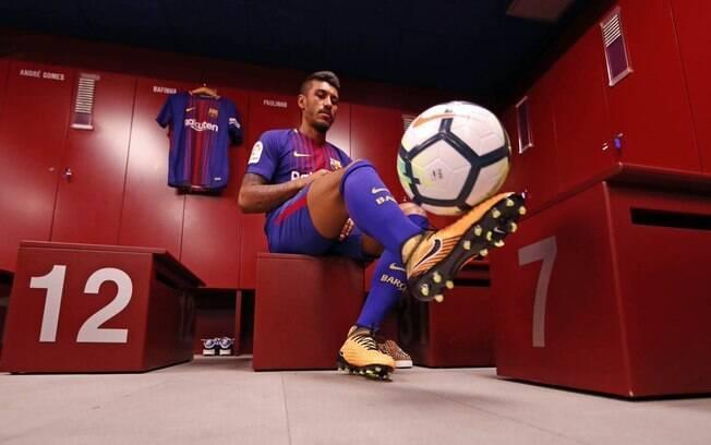 Contratado por 40 milhões de euros, Paulinho foi apresentado no Barcelona nesta quinta