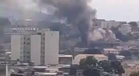 Prédio pega fogo por causa de carregador de celular no Rio