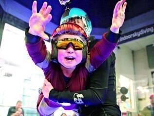 Max Vertin realizou o seu sonho de voar ao fazer um salto de paraquedas indoor nos Estados Unidos