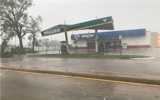 Furacão Harvey deixou pelo menos cinco vítimas fatais durante a passagem pelo Texas, nos EUA