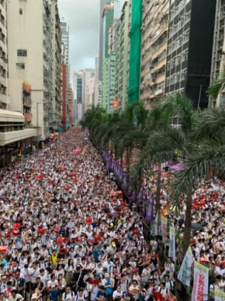 Manifestantes nas ruas em Hong Kong