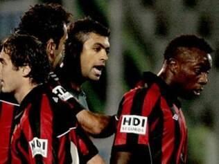 Em 2010, o zagueiro Danilo, do Palmeiras, cuspiu na cara do zagueiro Manoel, do Atlético-PR e o chamou de macaco