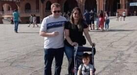 Após internação, Sérgio Hondjakoff leva família para templo religioso