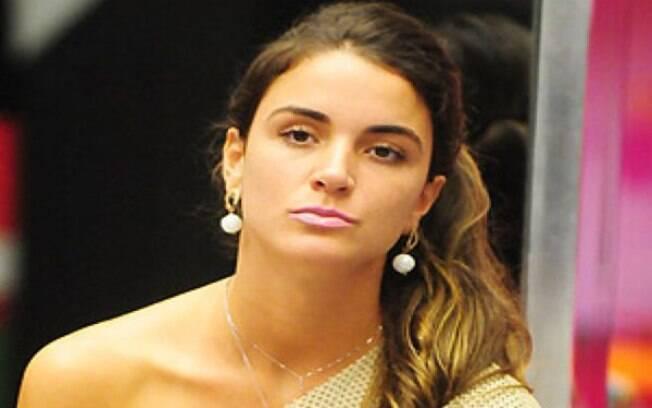 Laisa faz campanha contra Renata no Twitter