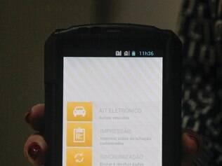 Cidades - Belo Horizonte - Minas Gerais Delegada Ines Borges Junqueira apresenta novo aparelho de que registrara infracoes em Minas Gerais.  Foto: Uarlen Valerio / O Tempo -   03.12.2014
