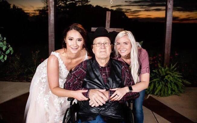 A doação de festa de casamento para noivos permitiu que Halie Hipsher levasse o avô, que está com câncer, à cerimônia
