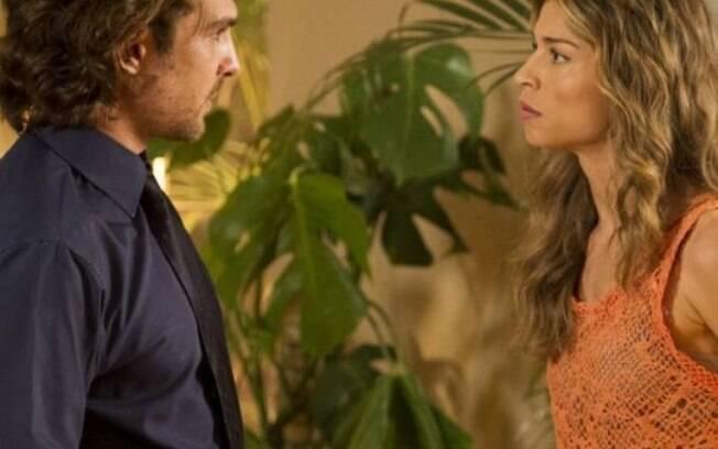 Alberto e Esther vivem relação tensa em