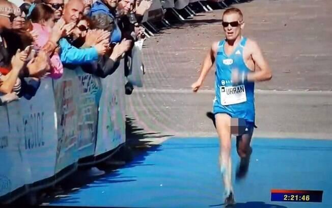 Atleta Jozef Urban não percebeu que corria com o seu órgão genital à mostra