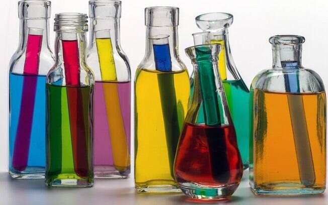 Alunos fabricavam sabão durante experimento em aula de química