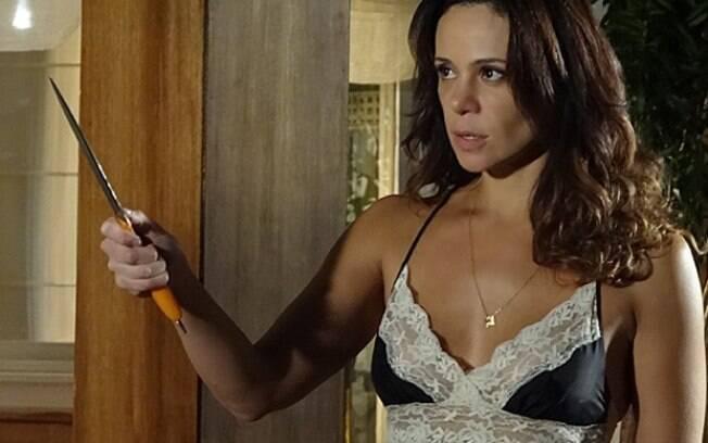 Juliana pega uma faca para ameaçar Jairo