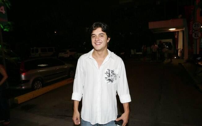Guilherme Boury com novo corte de cabelo, na sexta-feira (23), durante festa com elenco de