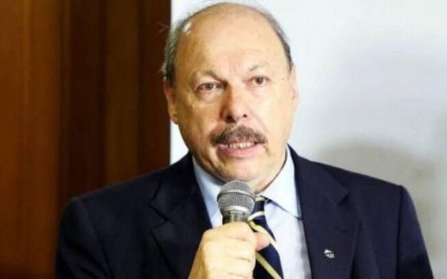 Sócios do Santos tem sido bombardeados com campanhas pró e contra impeachment de Peres