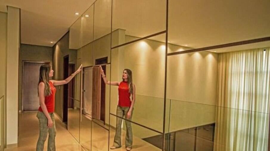 Itens espelhados passam uma grande sensação de amplitude ao ambiente