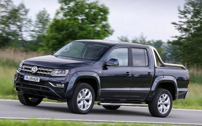 Nas lojas em dezembro, a Volkswagen Amarok ganhou a cara da Saveiro. O novo motor V6 turbodiesel ficou para o ano que vem.