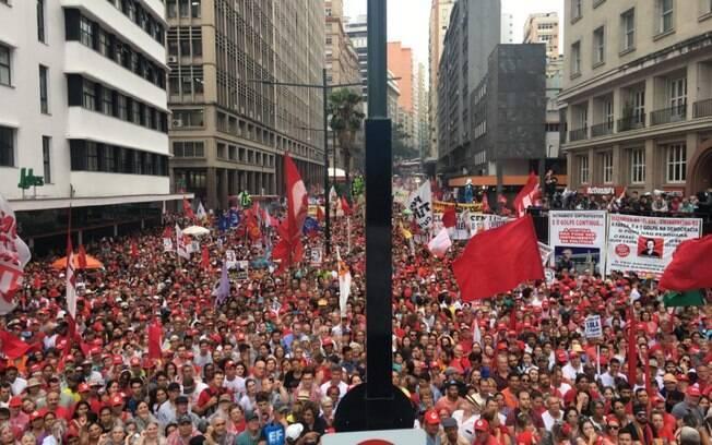 Segundo organização, pelo menos 40 mil pessoas participam de ato em apoio ao ex-presidente Lula