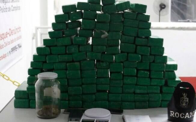 Polcia apreende 117 tijolos de maconha no Parque Industrial