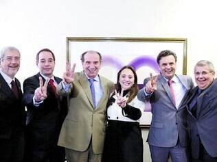 """União. Aécio Neves pousou com os líderes dos partidos nanicos e se disse """"feliz"""" pelo apoio chegar de forma espontânea e natural"""