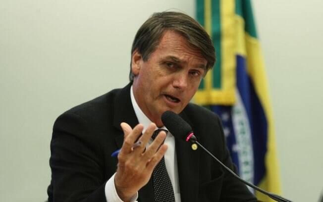 Bolsonaro foi contra as declarações do futuro governador de Roraima e defendeu a criação de campos de refugiados para os venezuelanos