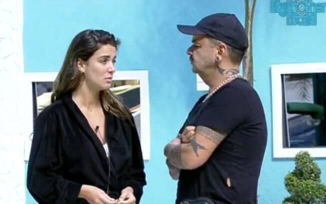 João Carvalho questiona Laisa sobre os brigadeiros escondidos e fala de sua briga com Jonas