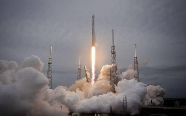 Cápsula lançada no complexo da NASA entregará suprimentos e equipamentos para a Estação Espacial Internacional