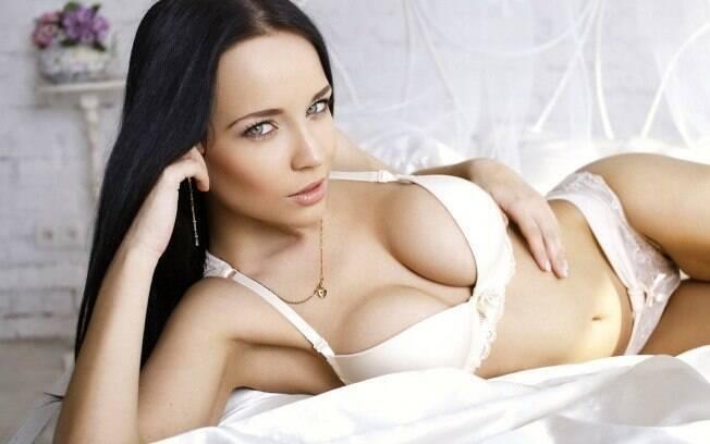 Angelina Petrova é torcedora fanática do Metalurg Zaporizhya e uma modelo famosa na Ucrânia