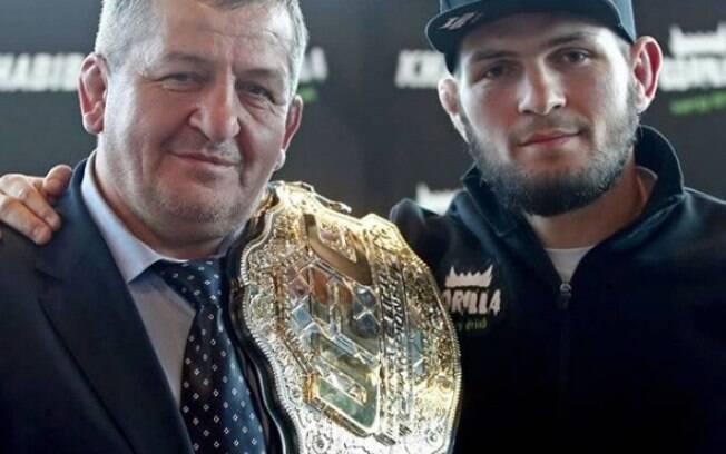 Khabib, campeão do UFC, e o pai, Abdulmanap