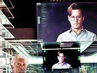 Morgan Freeman, Cillian Murphy e Depp em cena do filme