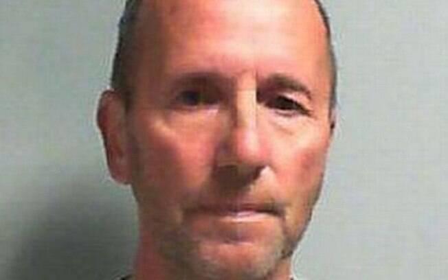 O encanador Derek Cantwell, de 60 anos, abusou sexualmente de uma britânica após ser contratado para fazer reparações
