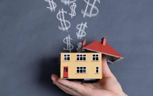 Simultaneamente a venda de imóveis, a União também começou a realizar permutas: o governo anuncia que precisa de um lugar para locação e, em troca, oferece terrenos ou prédios seus