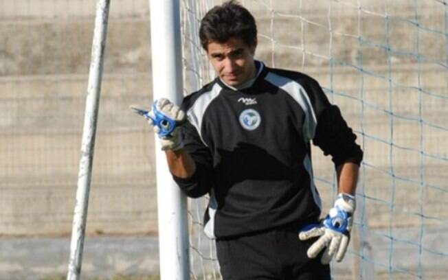 O ex-goleiro do Cagliari em ação
