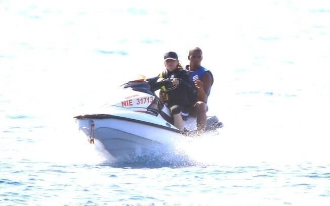 Madonna e Brahim andam de jet sky: romance no mar