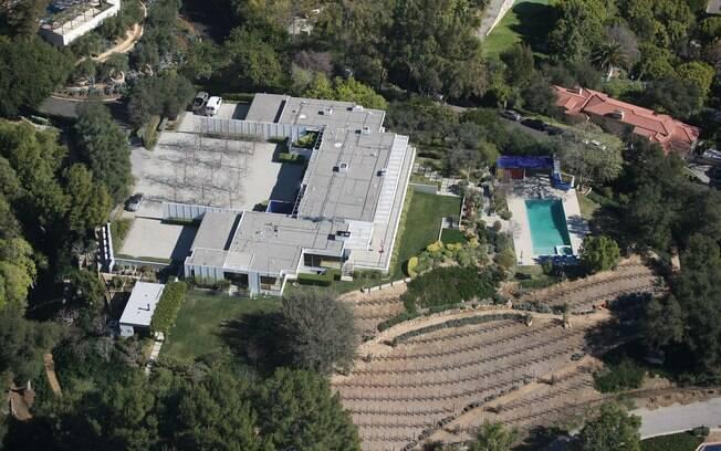 Vista aérea da mansão de Jennifer Aniston