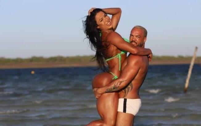 Gracyanne Barbosa se declara para o cantor Belo na sua conta do Instagram e o casal são elogiados na redes social