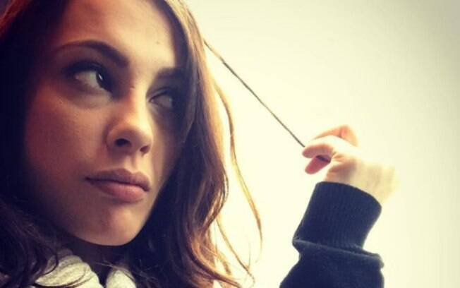 Cansada de receber mensagens impróprias de criancas, a atriz pornô Nikita Bellucci desabafou no Twitter