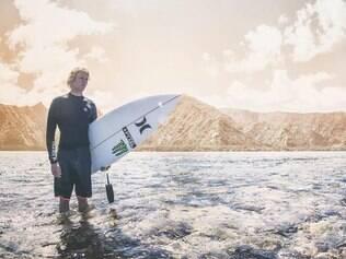 Florence começou a surfar ainda quando criança, nas praias havaianas