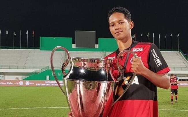Samuel Barbosa, de 16 anos, conseguiu chamar um amigo antes de correr do incêndio no CT do Flamengo
