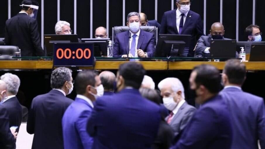 Câmara aprovou PEC em 2º turno e autorizou volta das coligações; Texto agora segue para o Senado