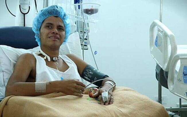 Fabian Medina está internado com a síndrome de Guillain-Barré e chora ao lembrar que não usou repelente de mosquitos