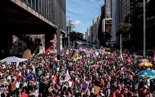 Milhares de pessoas se reuniram pelo país em ato contra Bolsonaro; na foto, São Paulo