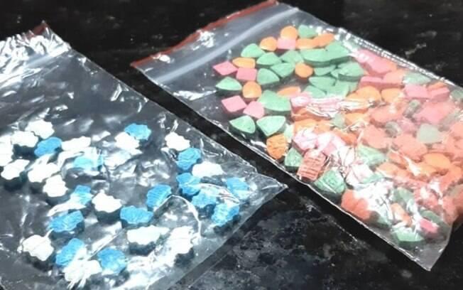 Cão fareja encomendas com drogas nos Correios, em Indaiatuba