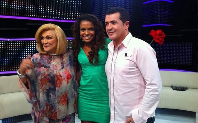 Hebe Camargo recebe a atriz Quitéria Chagas e o cantor Beto Barbosa em seu programa desta terça-feira (29)