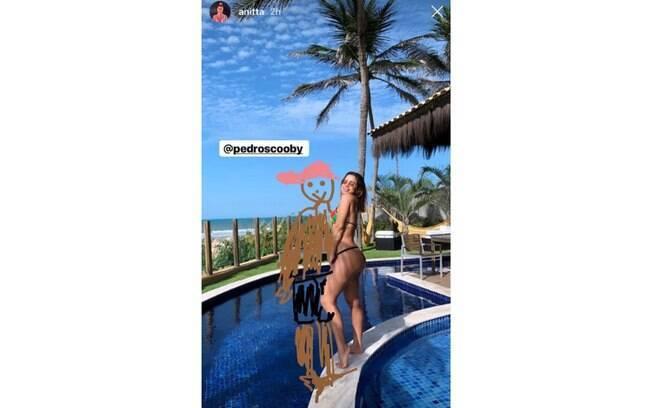 Anitta compartilhou em seu Stories do Instagram uma imagem em que aparece ao lado de um desenho de Pedro Scooby