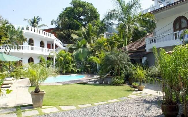 A Casa da Praia, em Candolim, na Índia, parece com a hospedagem de Paraty, com amplo espaço aberto e verde