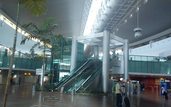 Foto do interior do aeroporto internacional Zumbi dos Palmares.
